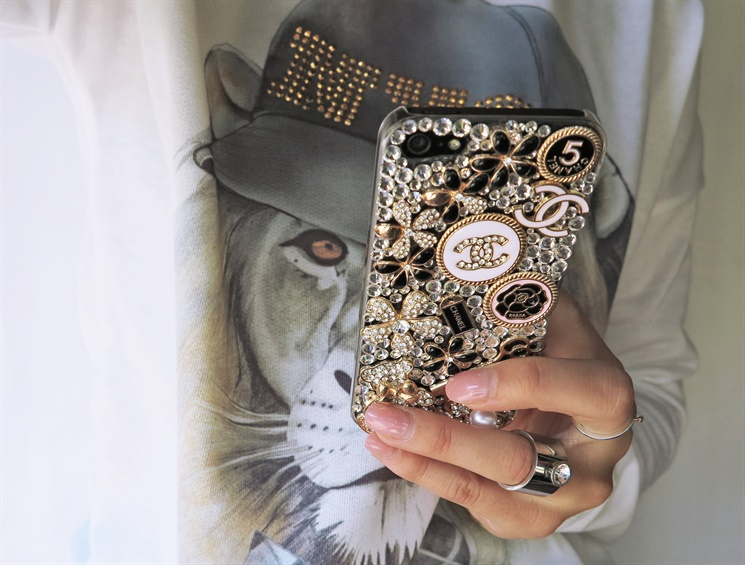 chanel iphone skal