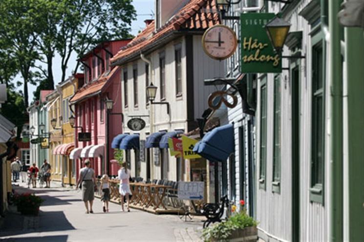 sigtuna men Skinnboden is a shoe and bag shop in the middle of the main street stora gatan in sigtuna, where there has been a shoe shop for 70 years we offer a wide range of quality footwear for women, men and children as well as.